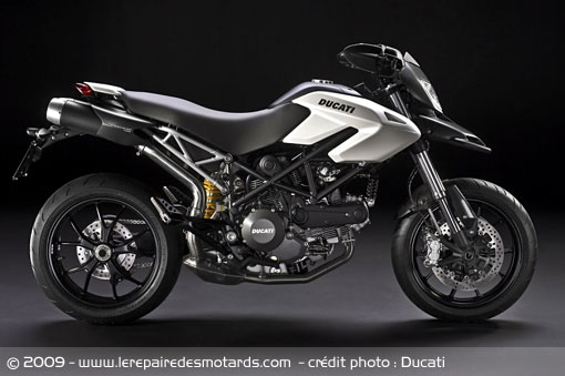 nouveaut 2010 ducati hypermotard 796. Black Bedroom Furniture Sets. Home Design Ideas