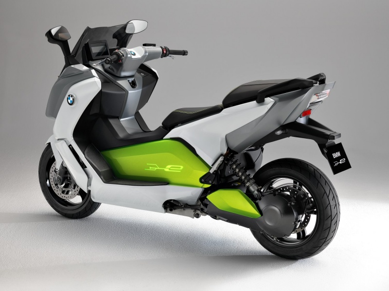 le scooter lectrique bmw c evolution sur la route. Black Bedroom Furniture Sets. Home Design Ideas