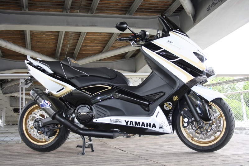 yamaha tmax 50th black white gold. Black Bedroom Furniture Sets. Home Design Ideas