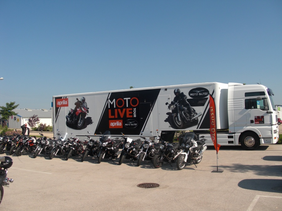 moto live tour les essais aprilia et moto guzzi. Black Bedroom Furniture Sets. Home Design Ideas