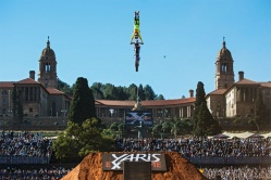Les X-Fighters s'installent à Pretoria - crédit photo : J. Mitter, C. Kolesky / Red Bull