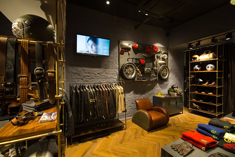 ouverture du premier concept store royal enfield en france. Black Bedroom Furniture Sets. Home Design Ideas