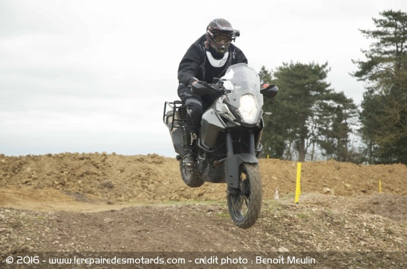 March Moto Madness : saut en KTM 1190 Adventure