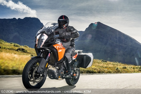 Trail KTM 1290 Super Adventure S sur route