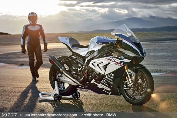 Pilote en BMW HP4 Race