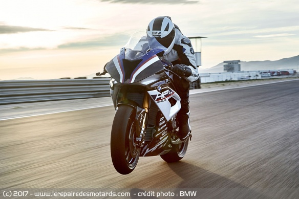 BMW HP4 Race sur piste