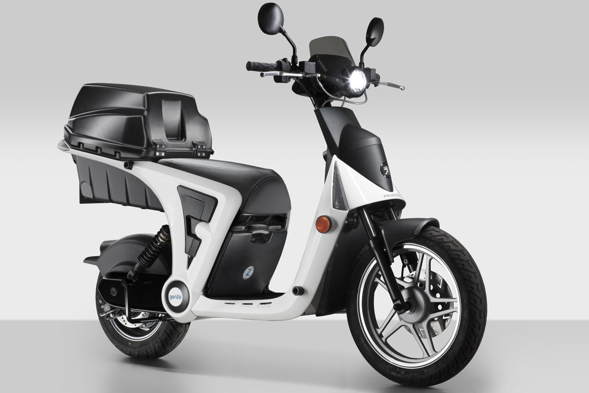 peugeot dans le scooter lectrique libre service. Black Bedroom Furniture Sets. Home Design Ideas