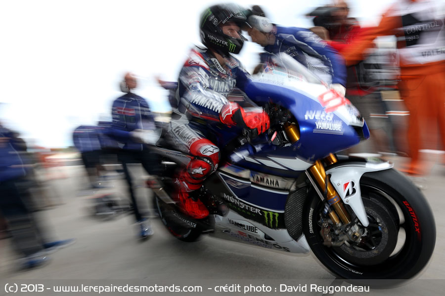 motogp valence jorge lorenzo en sortie de stand. Black Bedroom Furniture Sets. Home Design Ideas