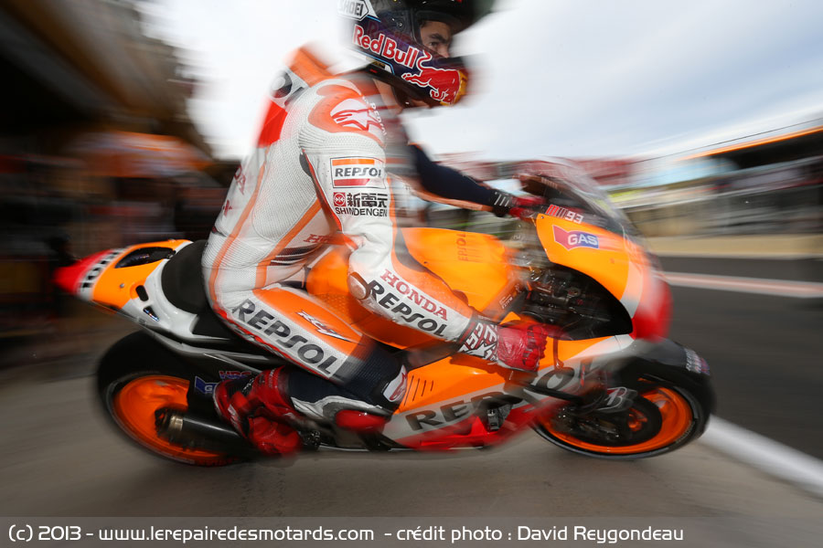 motogp valence marc marquez en sortie de stand. Black Bedroom Furniture Sets. Home Design Ideas