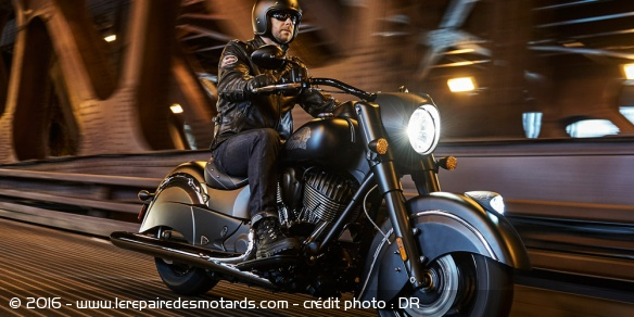 Polaris : indian chief dark horse