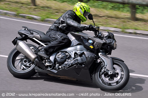 BMW K1300R sur nationale