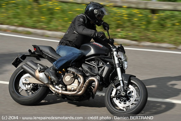 Ducati Monster 821 Dark sur nationale