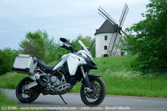 Ducati Multistrada Enduro et moulin