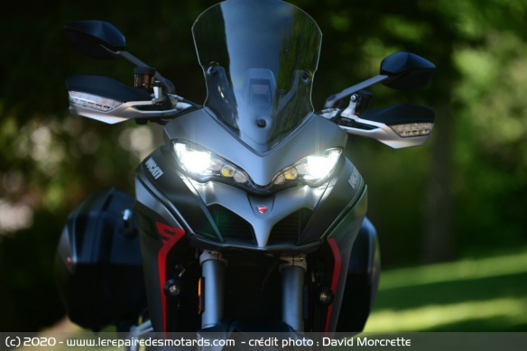 Ducati Cornering Lights (DCL)