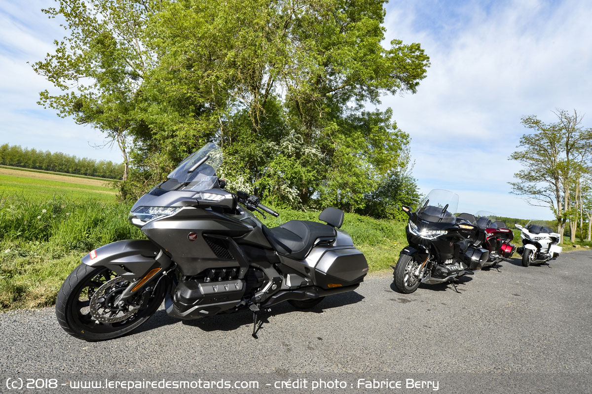 essai comparatif honda goldwing gl 1800. Black Bedroom Furniture Sets. Home Design Ideas
