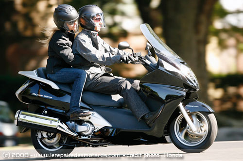 essai scooter honda silverwing 600 abs. Black Bedroom Furniture Sets. Home Design Ideas