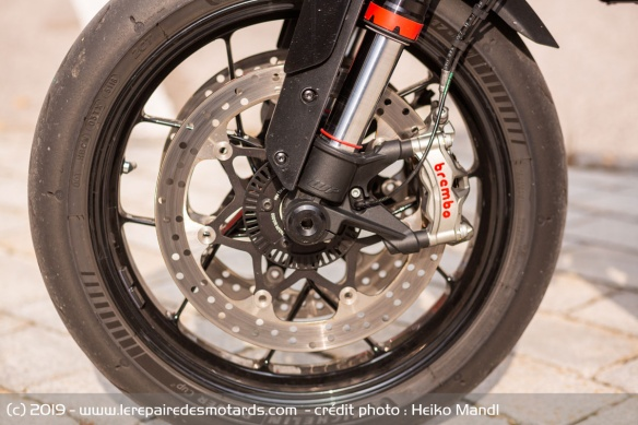 La KTM 890 Duke R reçoit des pneus Michelin Power Cup II