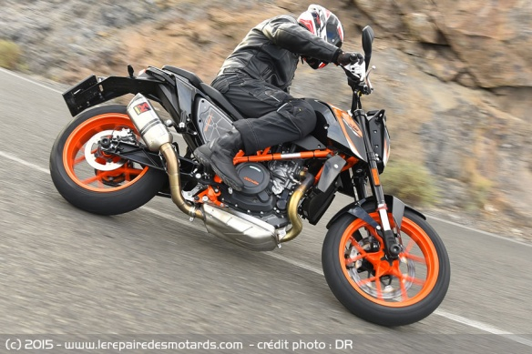 KTM 690 Duke vs Duke R sur nationale