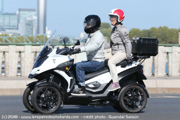 Tenue de route Quadro Qooder sur nationale