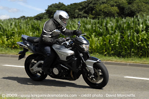 Suzuki B-King sur route
