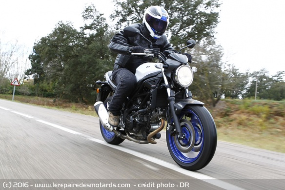 Suzuki SV 650 sur nationale
