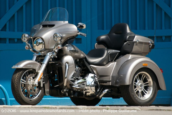 comparo boss hoss trike v8 harley davidson tri glide ultra. Black Bedroom Furniture Sets. Home Design Ideas