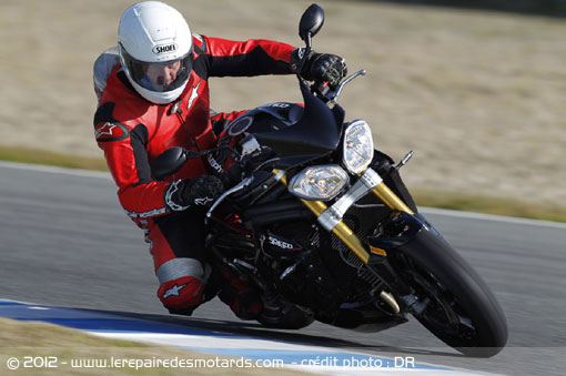 Triumph Speed Triple R 1050 sur piste