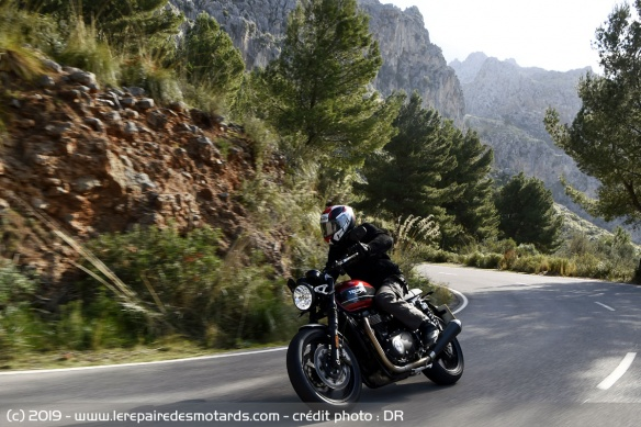 La Triumph Speed Twin en virage
