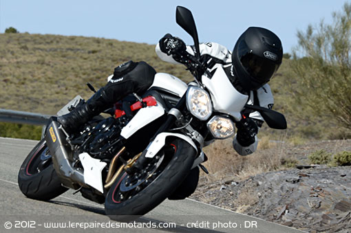 Triumph Street Triple 675 R sur nationale