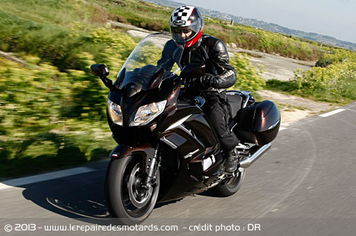 Yamaha FJR 1300 AS sur autoroute