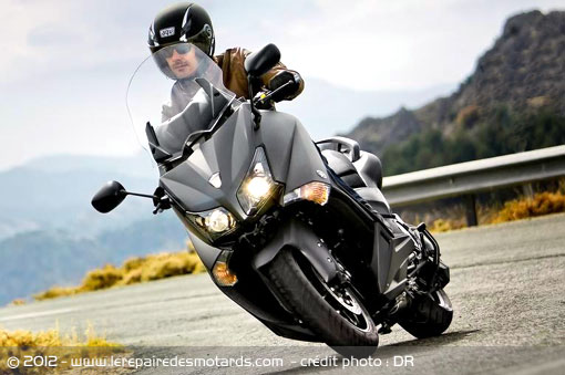essai scooter yamaha tmax 530 abs. Black Bedroom Furniture Sets. Home Design Ideas