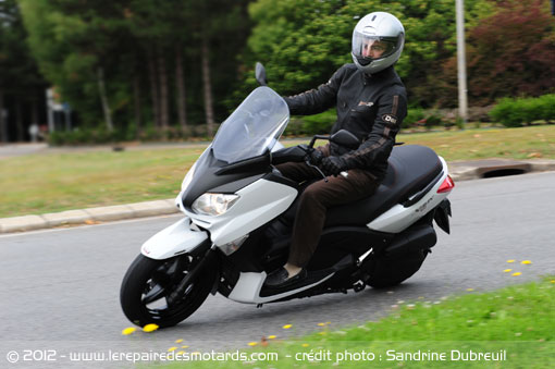 essai scooter yamaha xmax 125. Black Bedroom Furniture Sets. Home Design Ideas