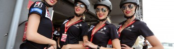 Les umbrella girls du Slovakia Ring