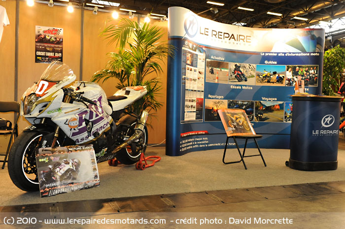 salon le stand du repaire des motards 45m2 avec avec des motos d 39 exception 50 motors events. Black Bedroom Furniture Sets. Home Design Ideas
