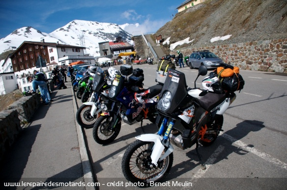 Stelvio : parkings pour motards en haut du col